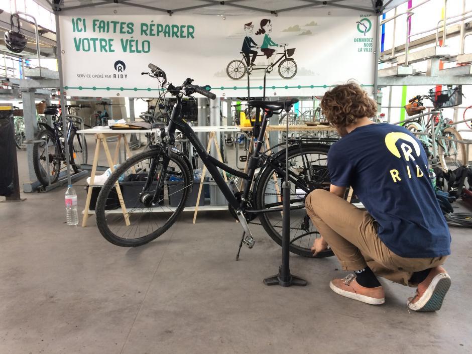 Île-de-France, des services de réparations vélo en gare