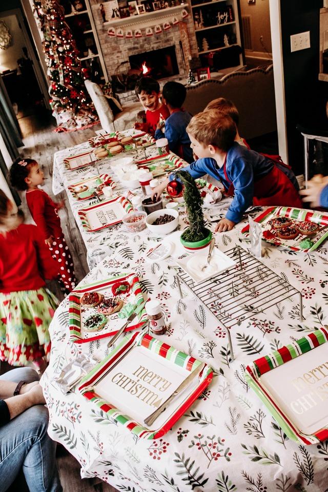 kids decorating cookies