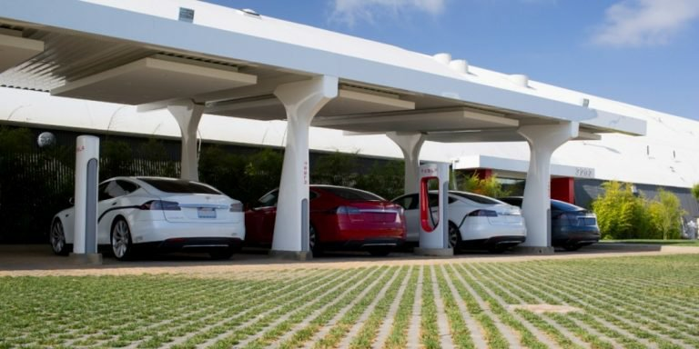 Tesla Launches small Superchargers For Cities
