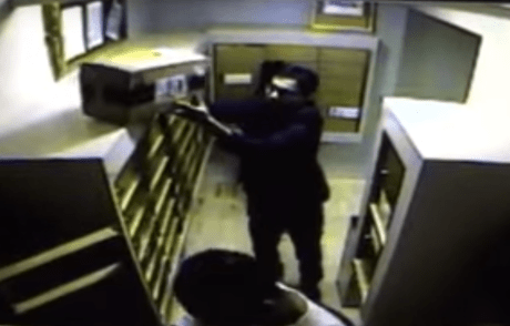 People stealing mail at 906 N. Doheny Drive
