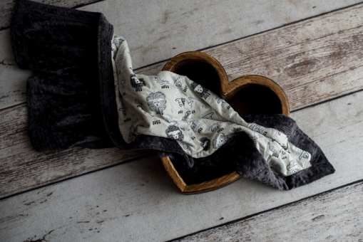 Ash/Little Lambs weighted blanket in decorative Wood Heart