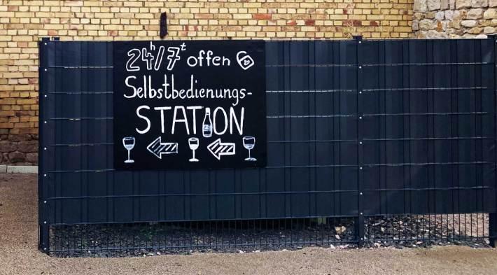 """Wein-Selbstbedienungsstation """"Sommelier Klaus"""" (Bild: Weingut Volker Barth)"""