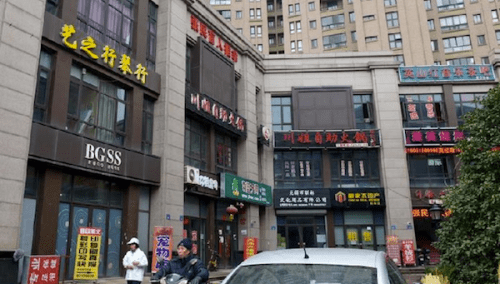 Chinese Street Showcases Fake Brands picture