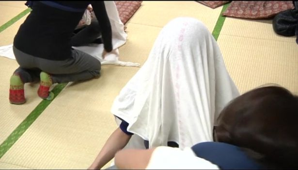 Otonamaki adult swaddling Japan therapy