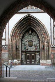 Stralsund_Altstadt_WestPortal_Nikolaikirche_BlickAusRathauspassage