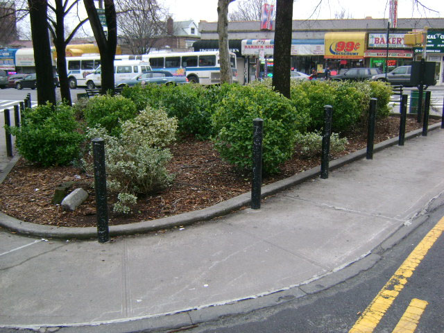 Barn Hill Square...The Bronx's smallest park!/Image via NYC Parks