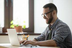 voce-esta-trabalhando-home-office-entenda-o-que-diz-a-legislacao-e-como-se-manter-produtivo-em-casa
