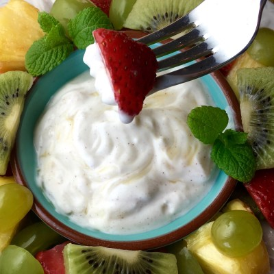 Fresh Fruit Salad with Flavorful Honey-Yogurt Dip