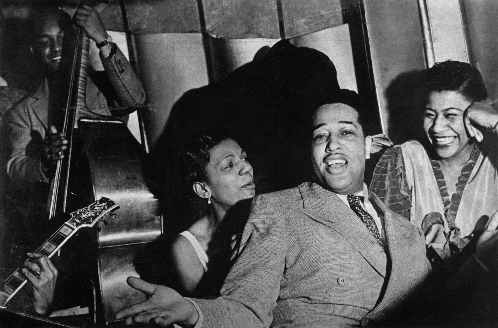 1938 – Hayes Alvis, Ivie Anderson, Duke Ellington & Ella Fitzgerald on the Savoy Ballroom bandstand. Source: F. Driggs Collection, Magnum Photos (Reference PAR59937)