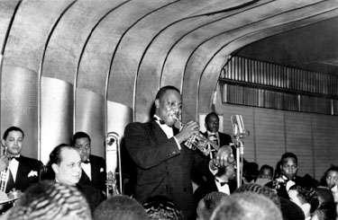 1940 – Cootie Williams playing with the Duke Ellington Orchestra. Source: Frank Driggs Collection, Corbis.