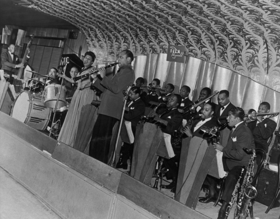 1941 – Ella Fitzgerald Orchestra on the Savoy bandstand. Looking towards the 141st Street rear corner. Source: Frank Driggs Collection, Magnum Photos (reference PAR60315).