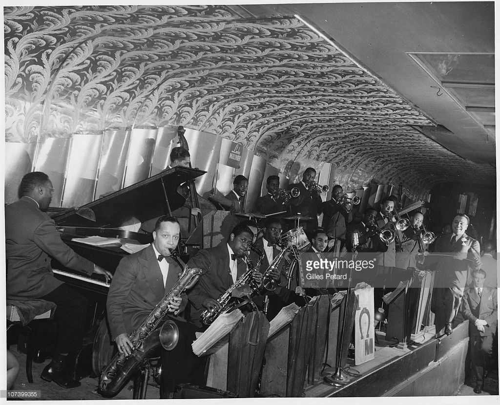 1945 – Lucky Millinder & His Orchestra performing on the Savoy bandstand. Source: photo by Gilles Petard, Redferns Collection, Getty Images (ID 107399355).