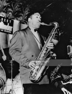 1948 - Hal Singer playing with Lucky Millinder Orchestra. Source: photo by Gilles Petard, Redferns Collection, Getty Images (ID 131964798).