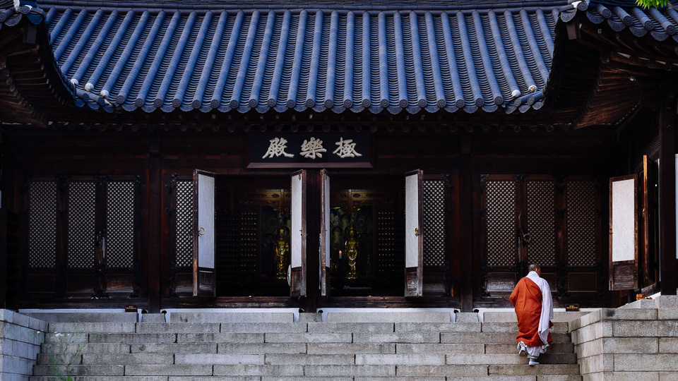 Monk - Seoul Photographer