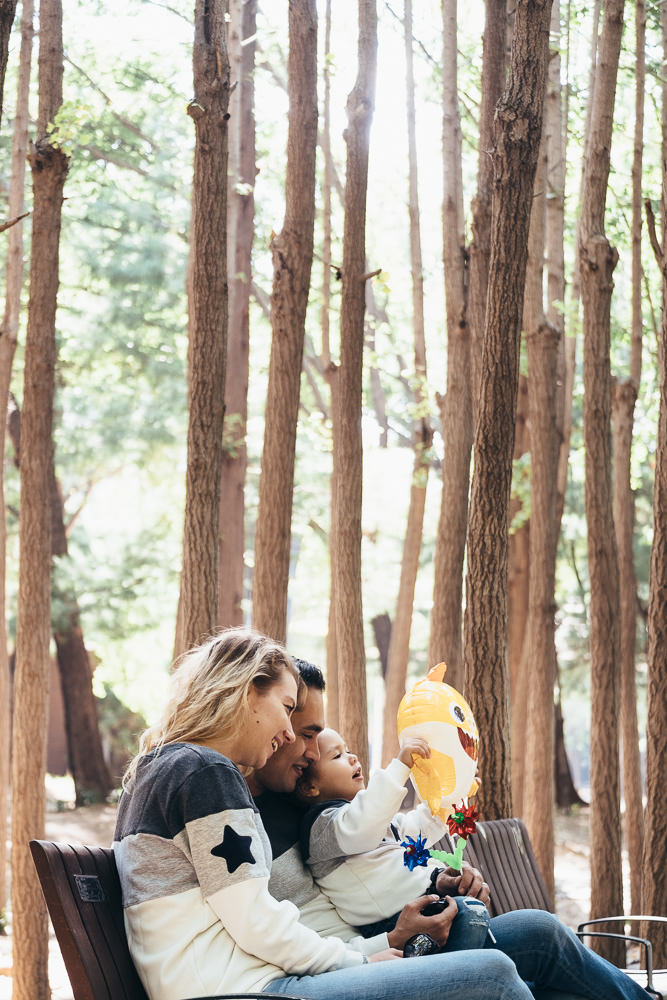 Ataalla Family - Family Photography in Seoul Forest - Baby Shark Balloon