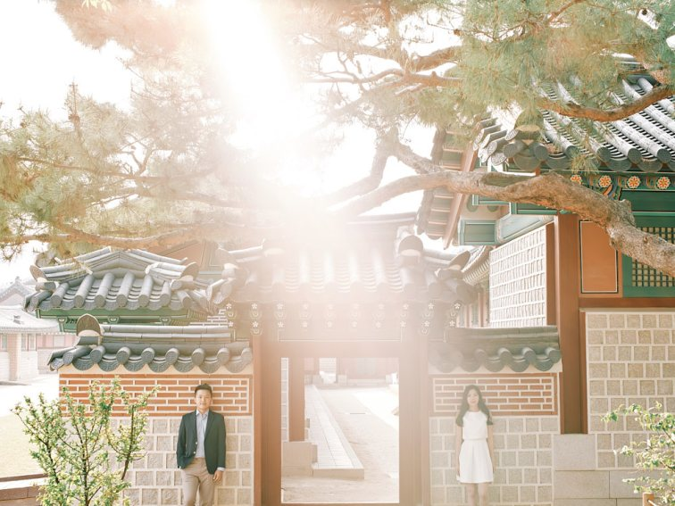Beautiful spring light for a couple photography session in Seoul