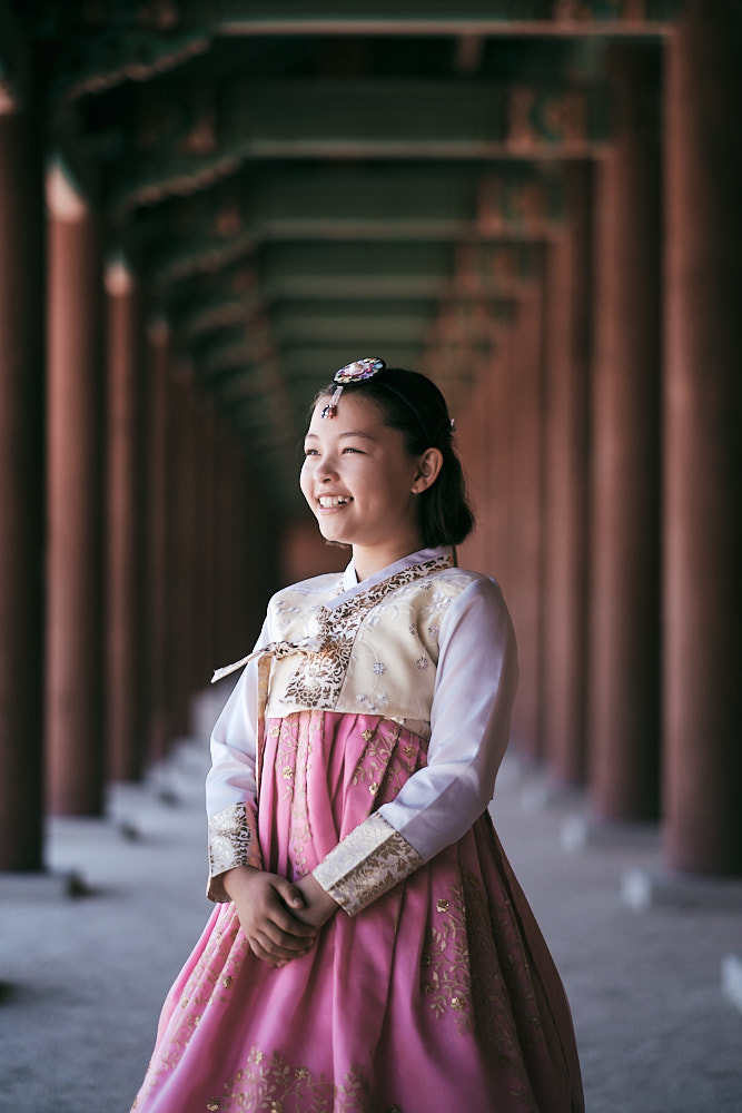 Hanboks can be rented for family shoots in Seouls palaces