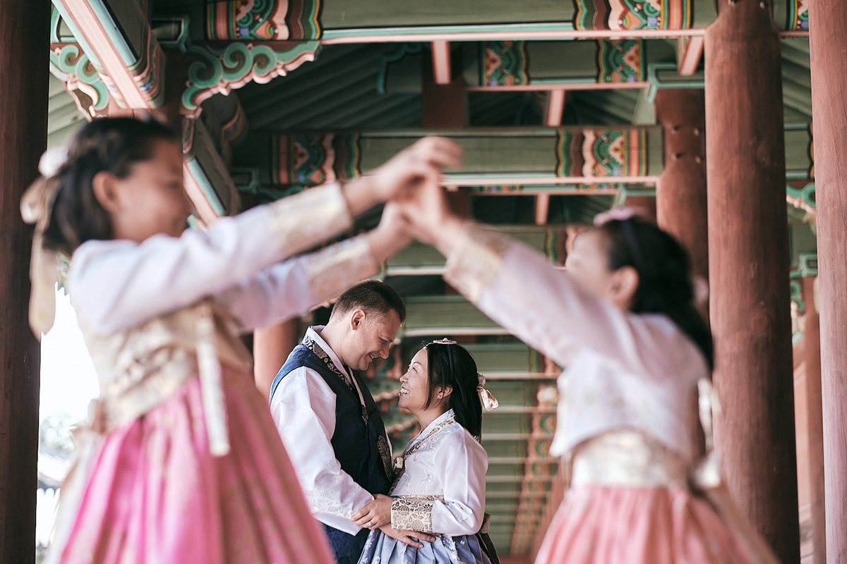 Hanbok Photoshoot Seoul - Miles Family Fun