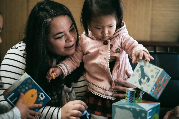 Ester and Selah Stacking Blocks - Korea Adoption Photography