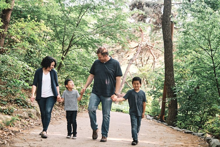 A family walk in the forest to wrap the session
