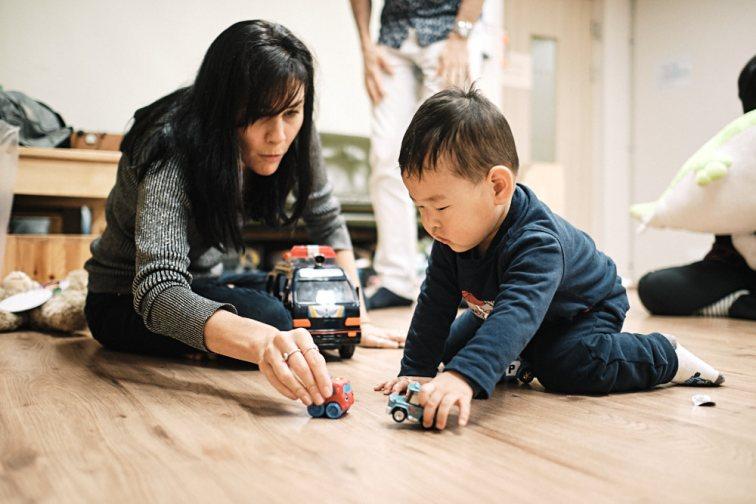 Adoption first meeting in Seoul - Crashing Cars