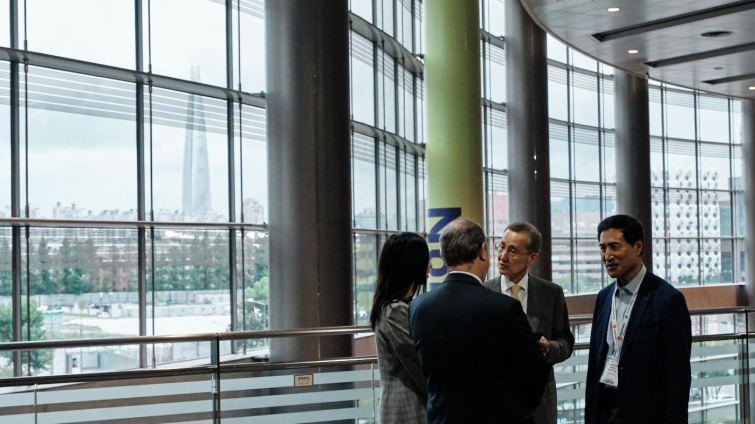 Guests Talking in the Foyer - 2019 IBA Seoul Event Photographer