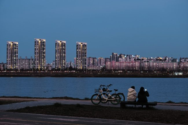 Resting - Han River Cycling Path Night