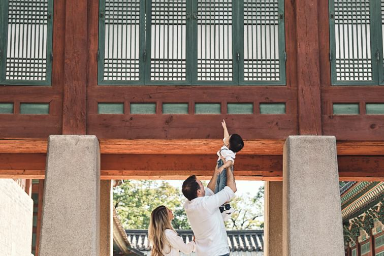 Exploring the Palace - Michas Post-Custody Family Photos