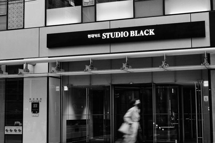 Hyundai Studio Black