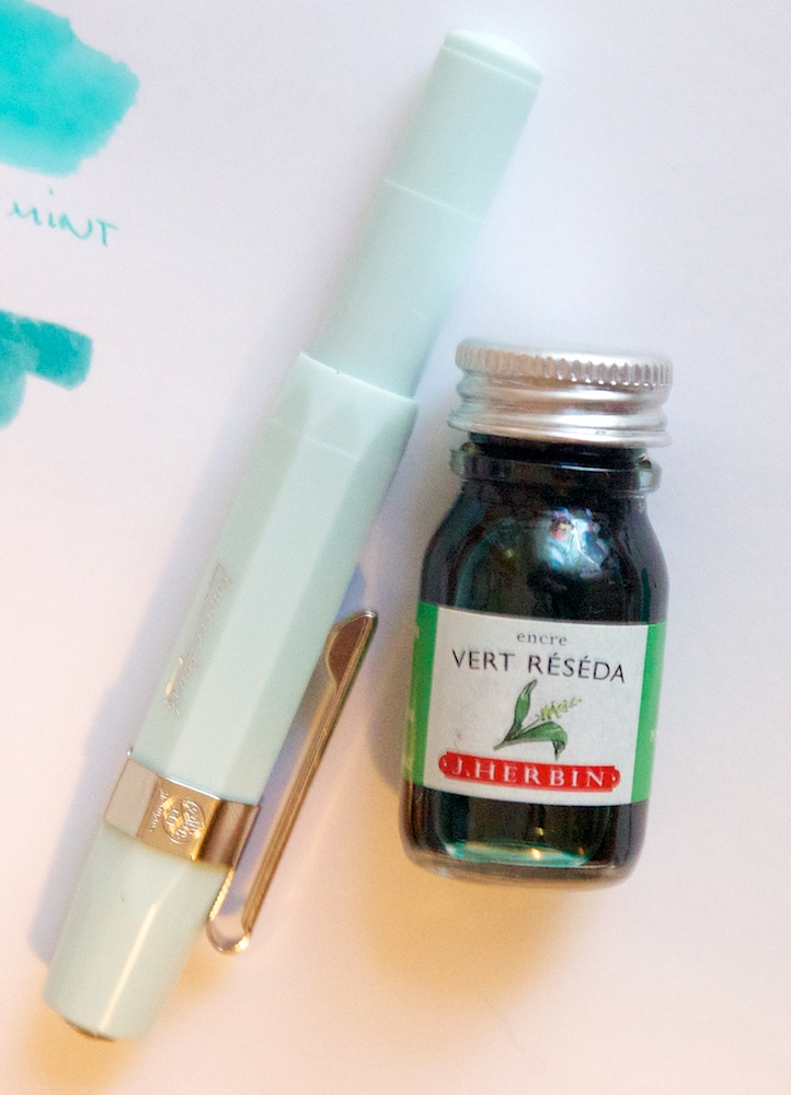 J. Herbin Vert Réséda and Kaweco Skyline in Mint