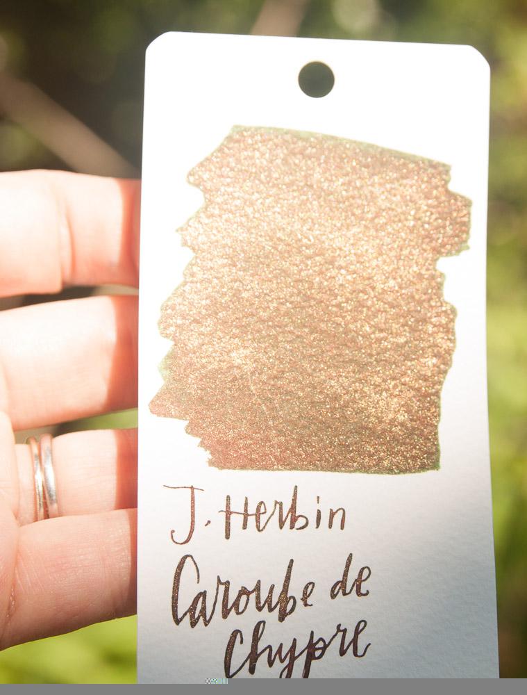 J. Herbin 1670 Caroube de Chypre in the sunlight