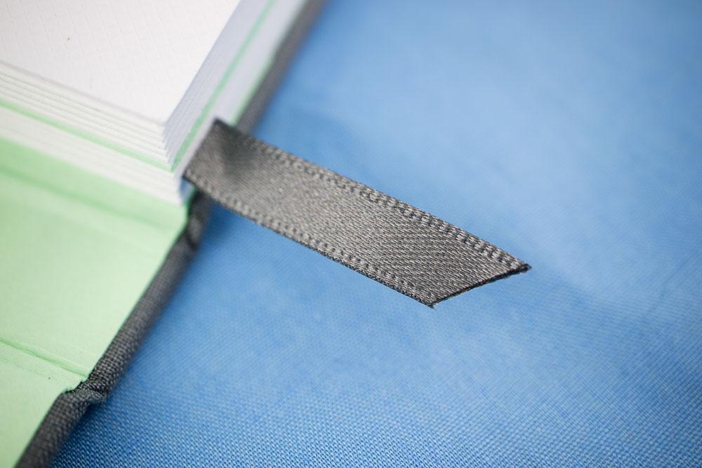 Ribbon bookmark Moo Notebook
