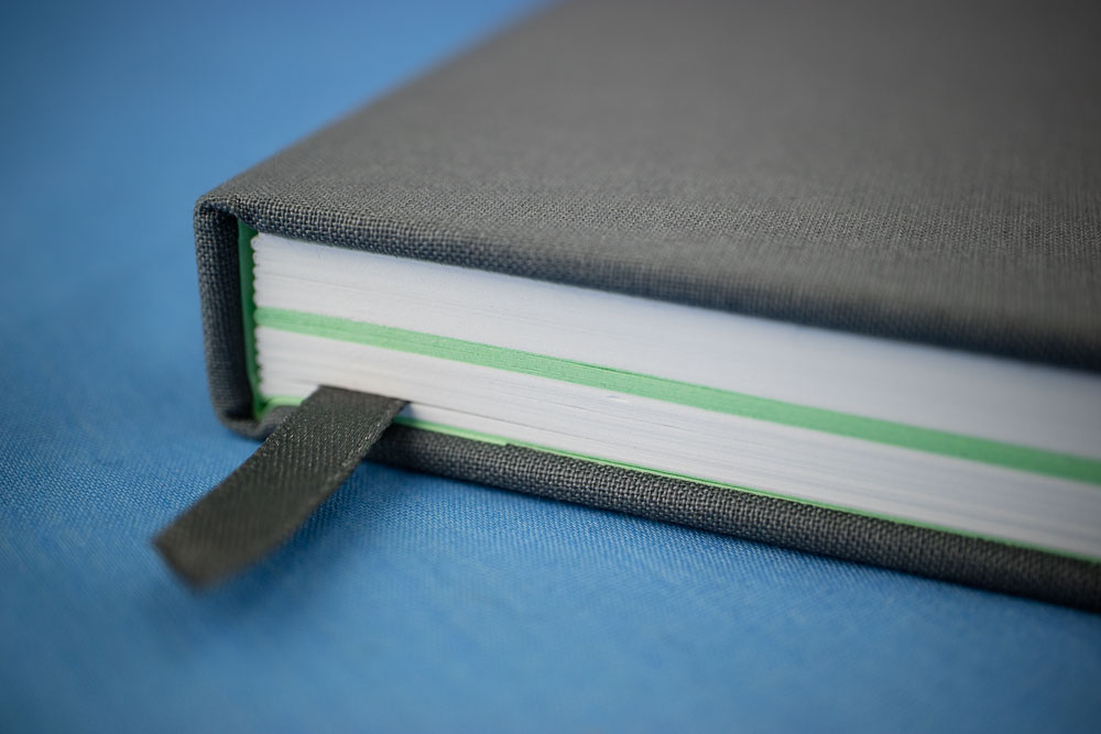 colored pages in Moo Notebook