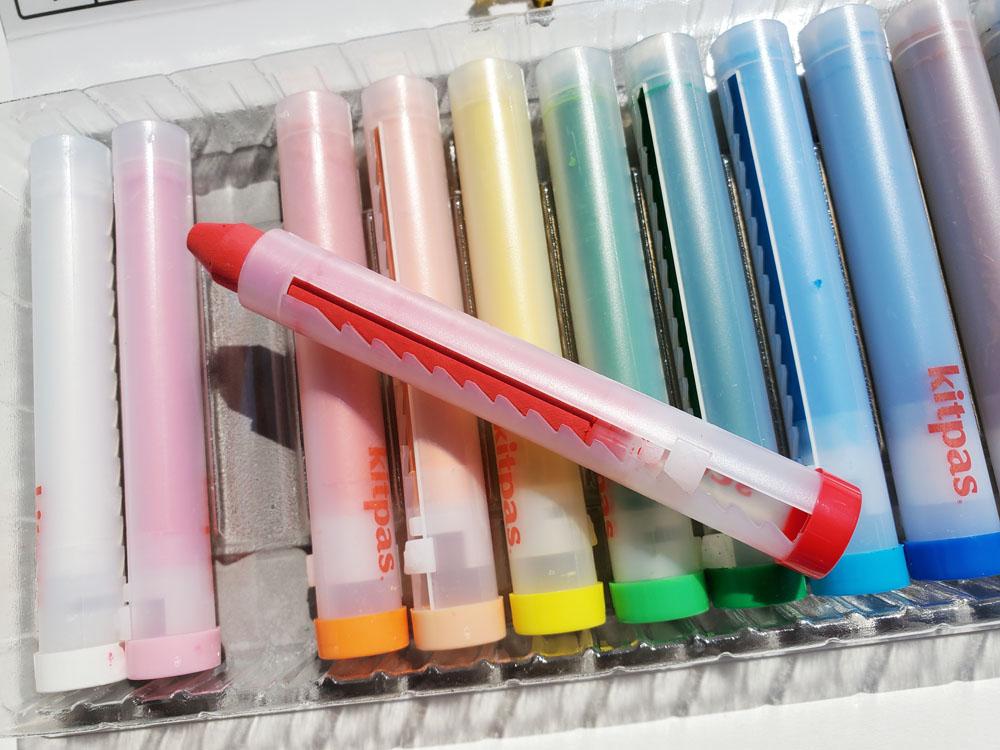 4 - Kitpas crayon closeup