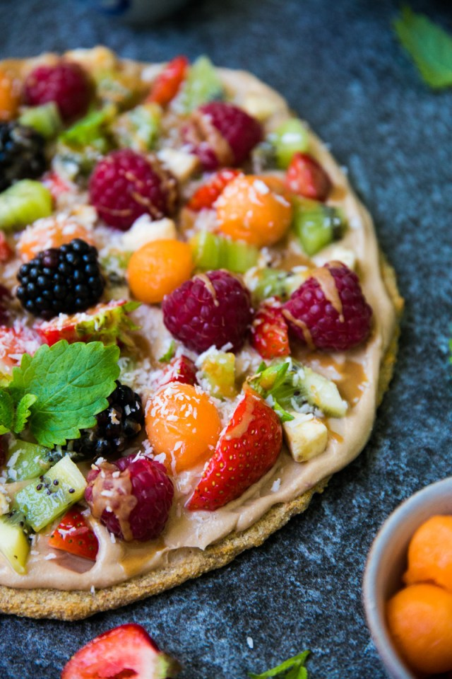 Dreamy Fruit Pizza with Caramel Sauce (gluten free, vegan)