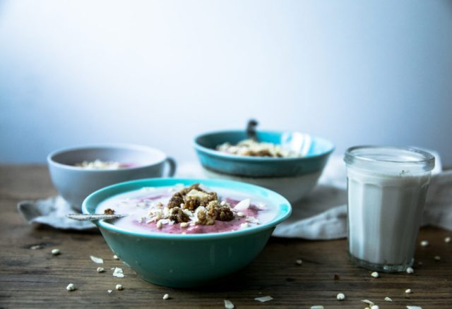Whipped lingonberry chia porridge (with cauliflower)