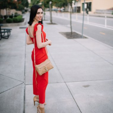 Top US lifestyle blogger, Wellesley & King, talks how color can change your wardrobe: jumpsuit, nordstrom, red clothing, brunette, ruffle sleeve, jumpsuit, fall fashion, petite fashion, brunette style, style for brunettes, house of colour, house of colour autumn