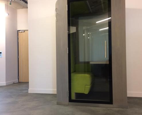 Cabine acoustique by Wellko pour s'isoler dans un espace tiers et ainsi contribuer au bien-être de vos collaborateurs