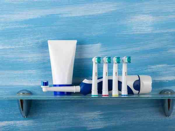 Elektrische Zahnbürste mit Aufsteckbürsten