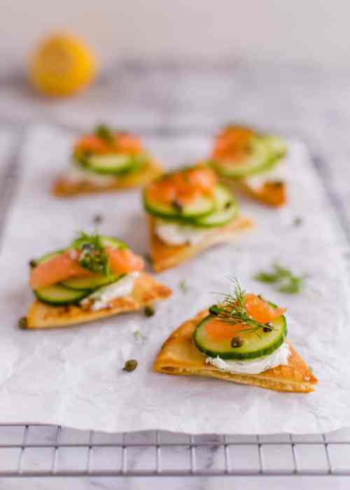 Baked pita appetizers with cream cheese, smoked salmon, and dill