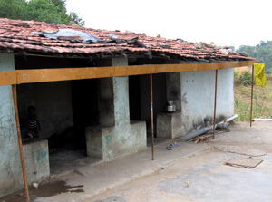 Roof rainwater harvesting gutter