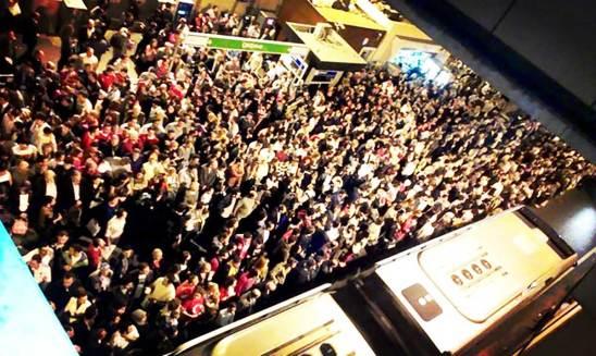 İstanbul Metrobus Crowds