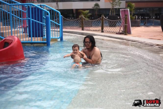 tasha may_we love jakarta_welovejakarta_Pondok Indah Water Park_Jakarta_Fun with kids in Jakarta_swimming pool jakarta