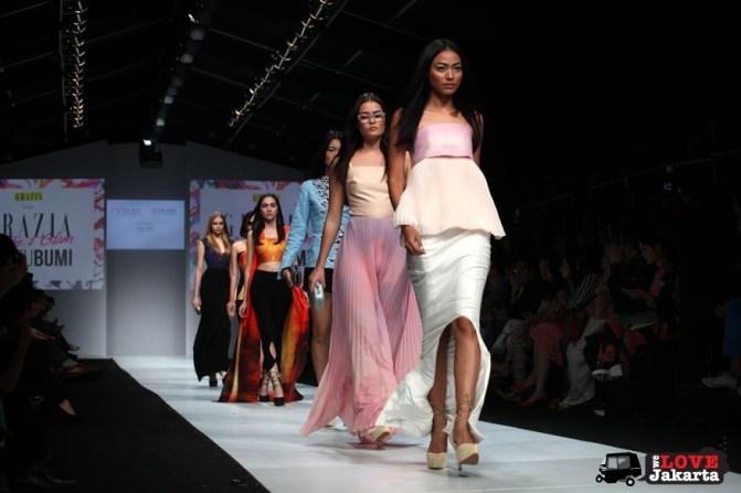 Collaboration between Olivia Jensen (UGNA) and Acha Septriasa (Lungsin) _Jakarta Fashion Week 2015_Senayan City_Tasha May_we love jakarta_welovejakarta.com_fashion designers indonesia