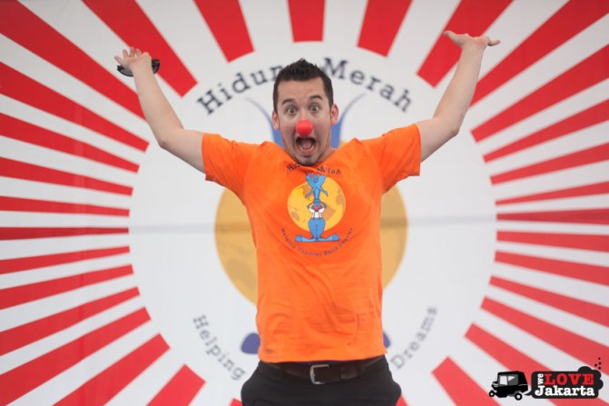 Dan Roberts, Founder_Juggling circus_red nose circus_Yayasan Hidung Merah_Red Nose Foundation_Indonesia_tasha may_we love jakarta_welovejakarta.com_Circus kids in Indonesia_