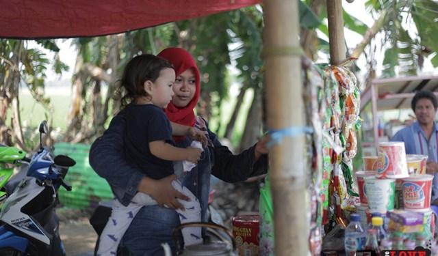 Tasha May_we love jakarta_Karawang_Bekasi_West Java_Candi Blandongan_Samudra in the warung_Indonesia