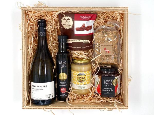 Horowhenua Gift Box with wine