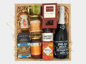 Wild About Wellington Gift Box Large with beer
