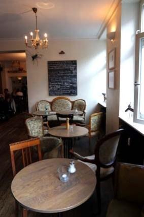 Von & Zu Kneipe Bistro Café Bar Südstadt Bonn studentisches Lokal günstig ausgehen essen und trinken