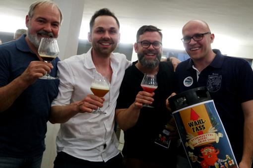 So sehen Sieger aus: Kölner Bierhistoriker, Eike & Dominik von den Heimbrauern und Hannes, der Vereinsvorsitzende